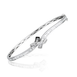 1.33 Cts Diamond Bangle Bracelet in 18K White Gold